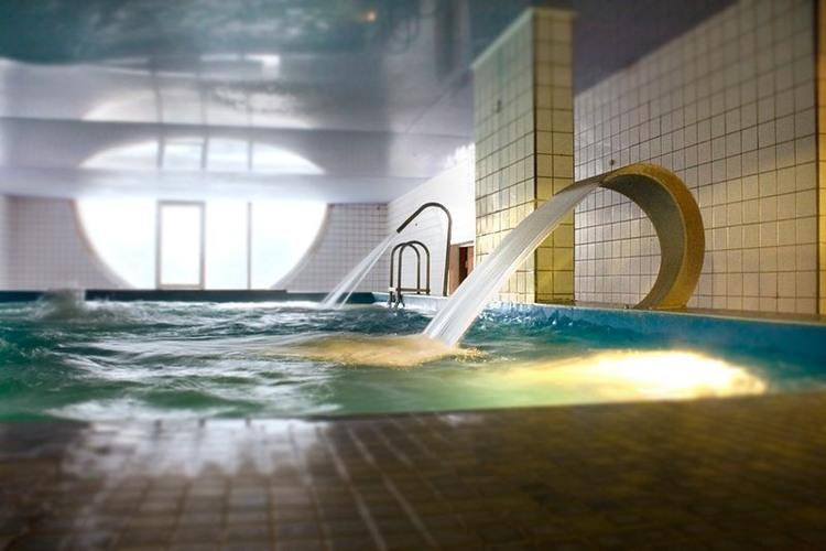 бассейн с гидромассажем в санатории Соколиный камень.