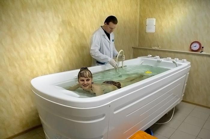 бальнеотерапия (лечебные ванны).