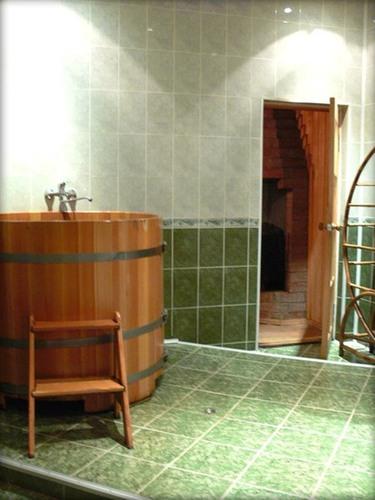 циркулярный душ и купель в сауне.