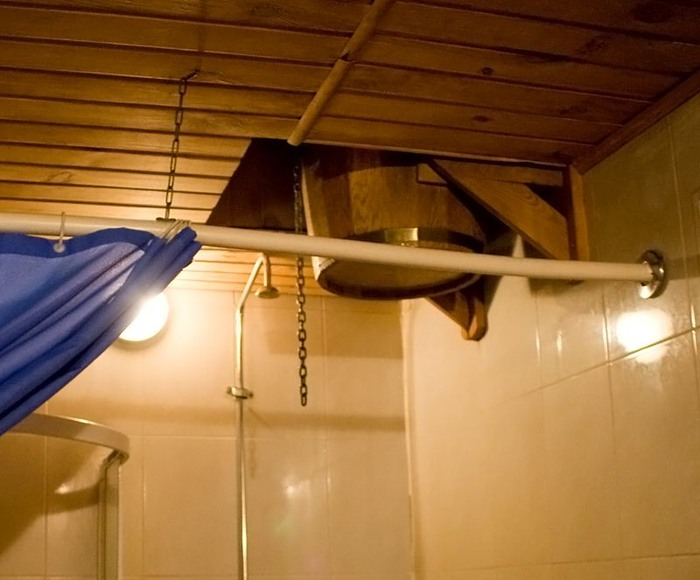 купель для обливаний в русской бане санатория.